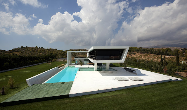 Picture of the whole home with swimming pool and the terrace