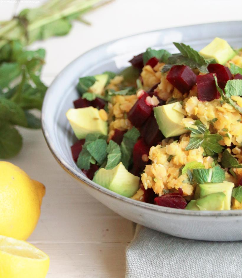 Rote Bete-Linsensalat mit Minze und Avocado