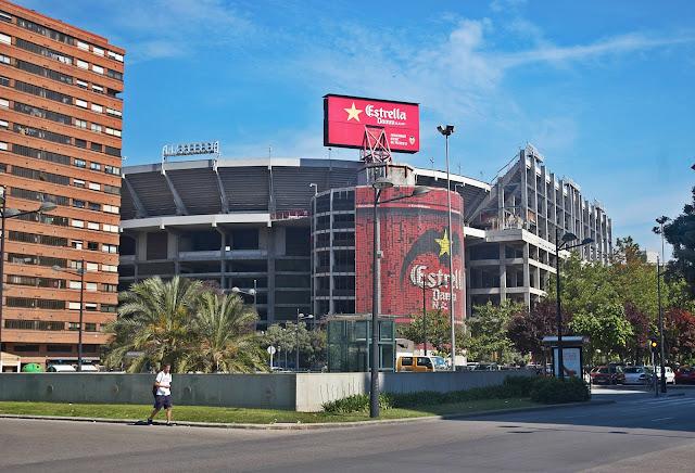 stadion Mestalla w Walencji Hiszpania piłka nożna