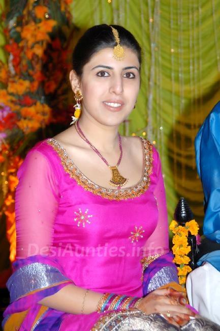 Hot Desi Aunty In Pink Salwar Qameez Desi Aunty Online -4014