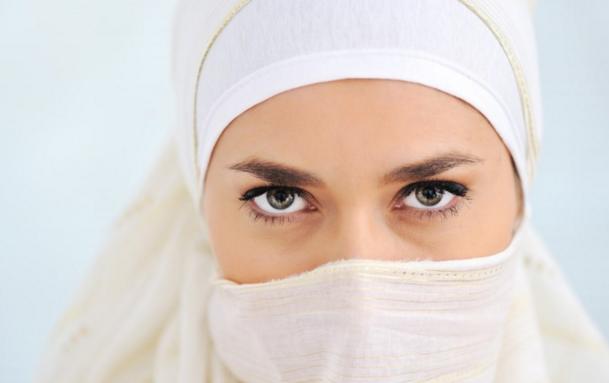Kisah Wanita Tidak Bisa Masuk Surga Meskipun Ia Rajin Shalat Taat Agama