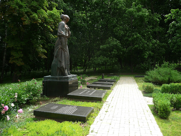 Батурин. Парк Кочубея. Воинский мемориал Второй мировой войны