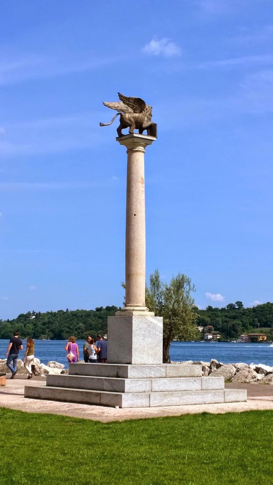 Lion Griffon statue at Salò, Lake Garda - monumento leone griffone a Salò, Lago di Garda