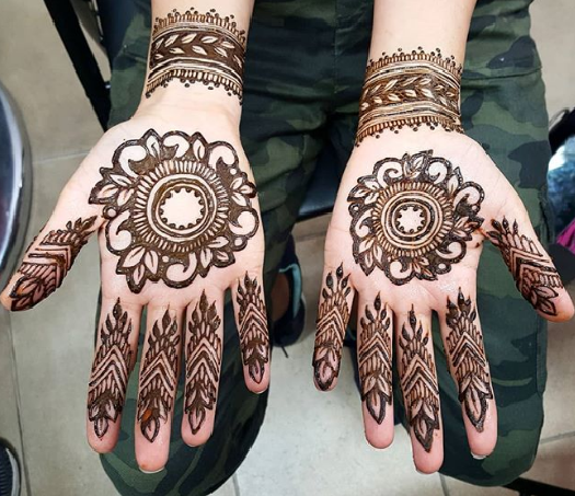 simple karva chauth special mehandi design