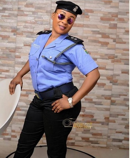 Check Out the Hot Nigerian Female Police Officer that Got People Talking (Photos)