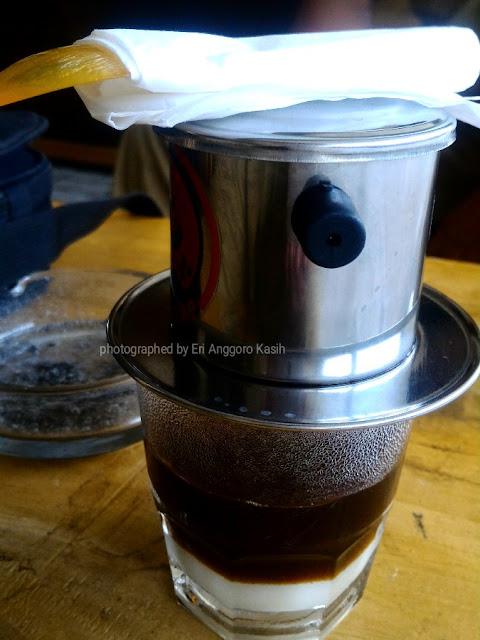 Secangkir kopi vietnam drip di Cafe Siap.