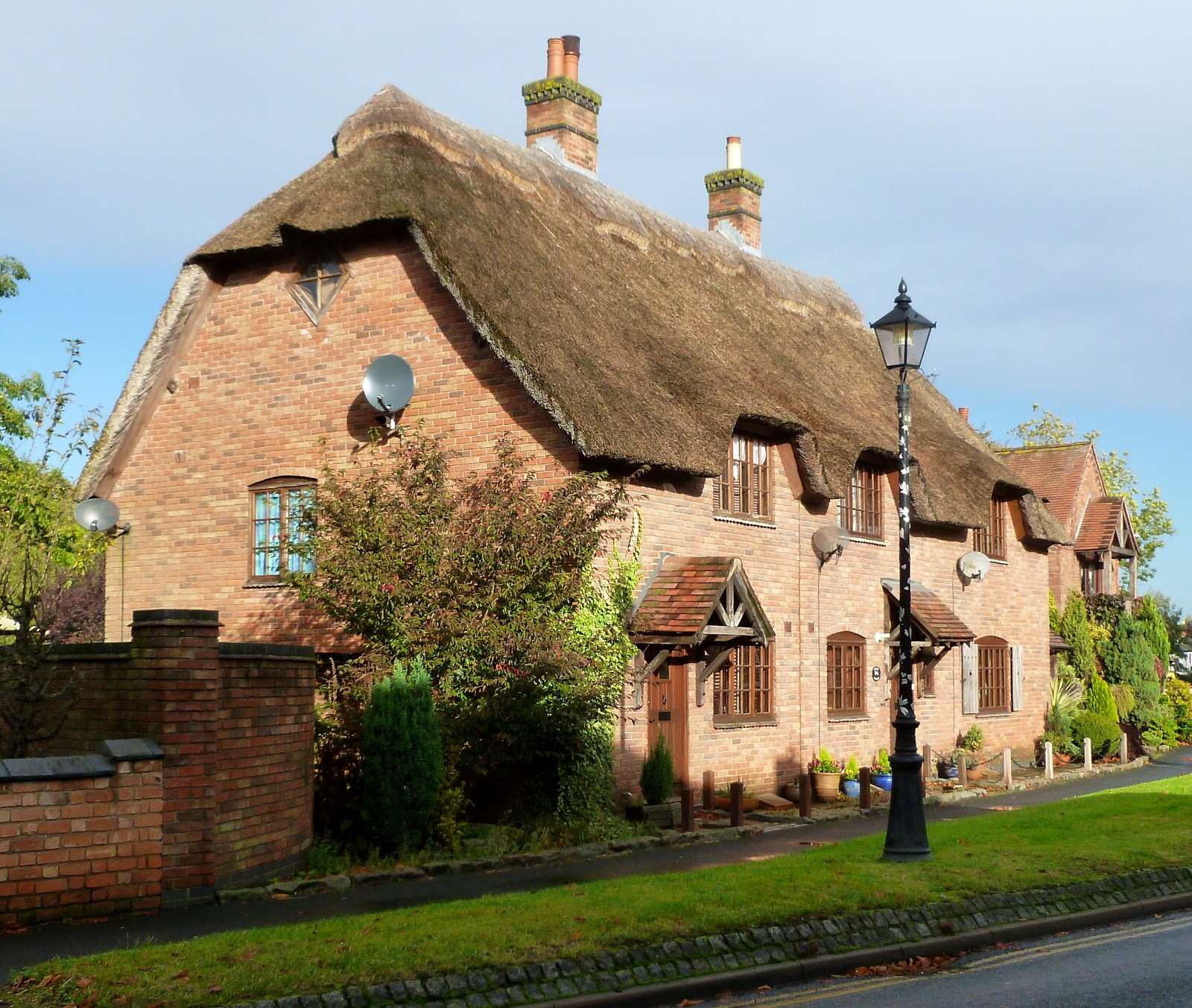 English Village Apartments: Today Around Coventry: October 2012