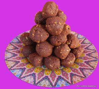 Σοκολατένια τρουφάκια με ρούμι και σιρόπι σφενδάμου