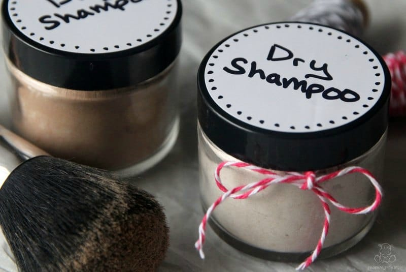 DIY All Natural Dry Shampoo for Blondes and Brunettes