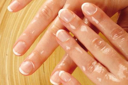 Resultado de imagem para massagem nas unhas