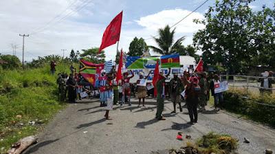 Ratusan TNI dan Polri Memaksa Batasi Demo Papua Merdeka
