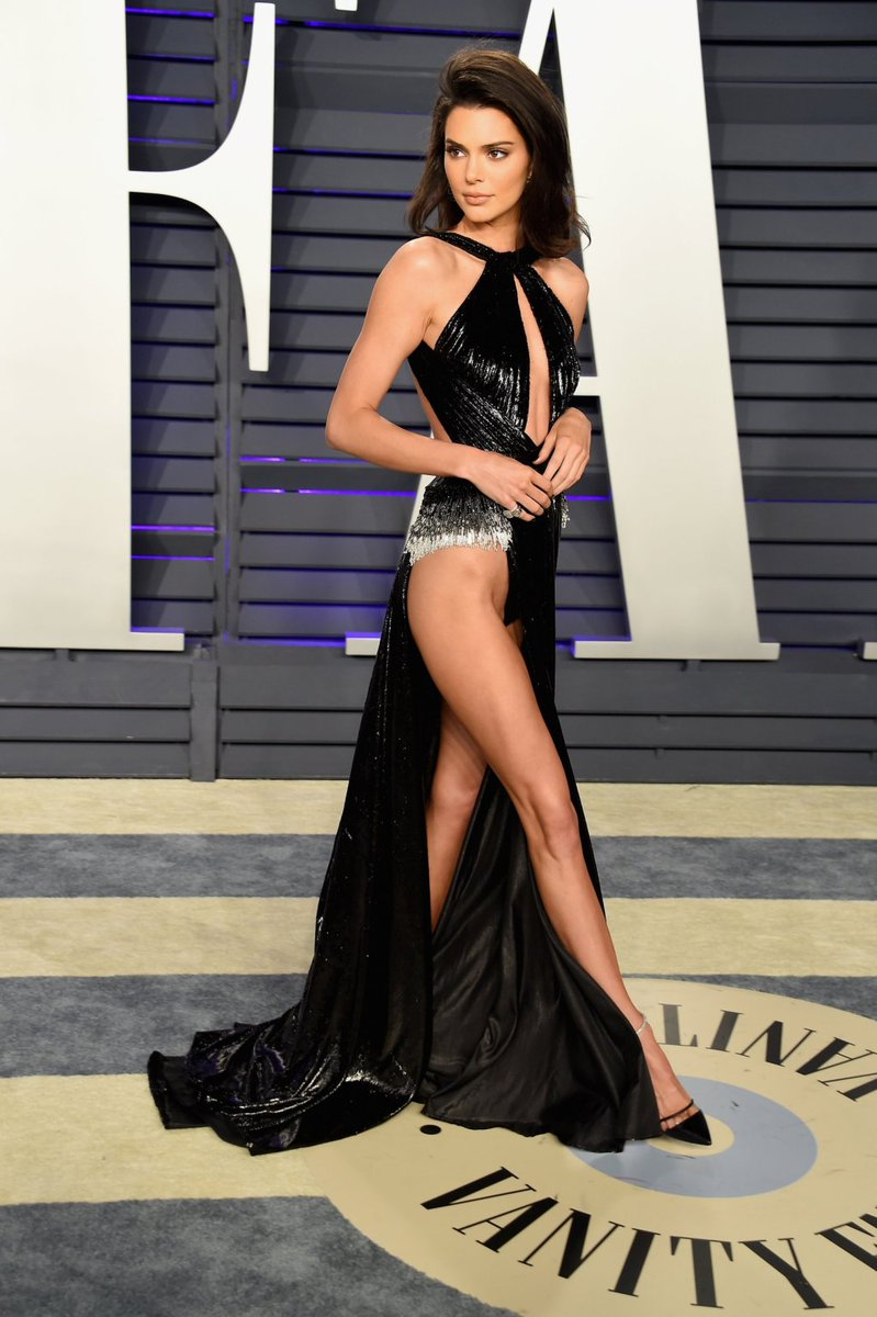 Kendall Jenner shows lots of skin at the 2019 Vanity Fair Oscar Party!