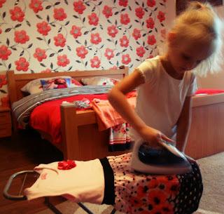 Jak zachęcić dziecko do sprzątania, pani domowa