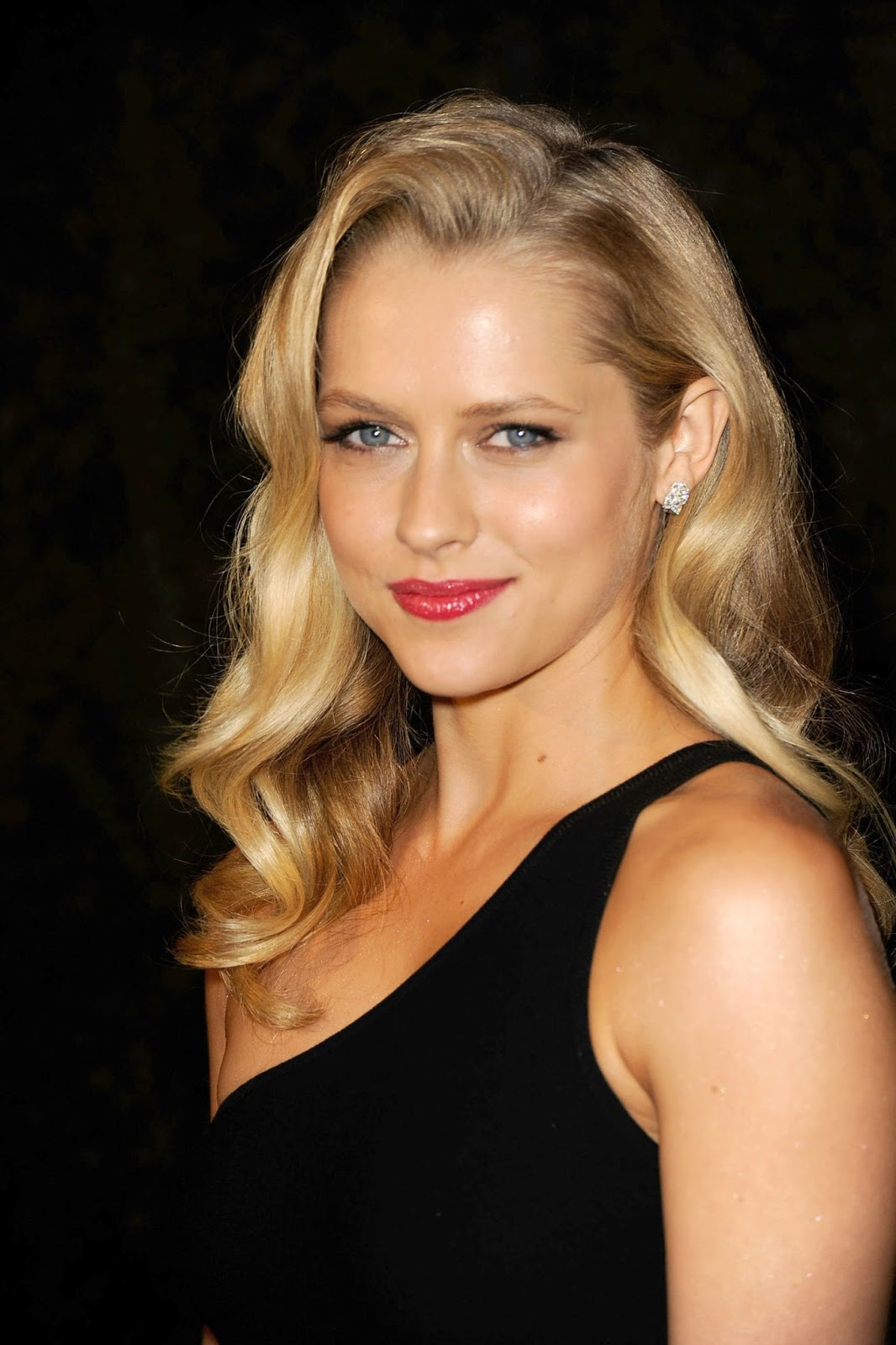 Full HQ Photos of Teresa Palmer in Black Hot Dress at Chanel and Charles Finch Pre Oscar Dinner in Los Angeles