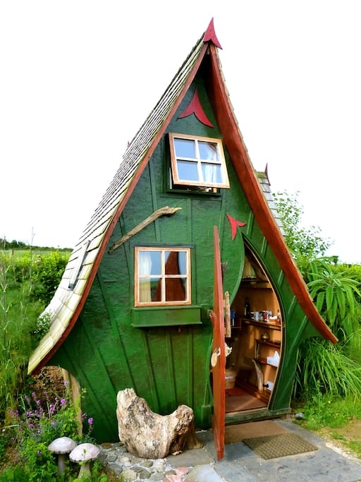 01-Fantasy-Architecture-with-the-Jack-Sparrow-House-www-designstack-co