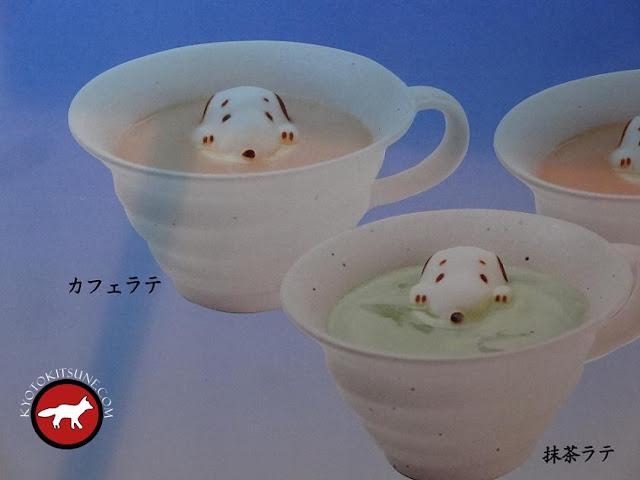 Café et thé vert latté avec la forme de Snoopy