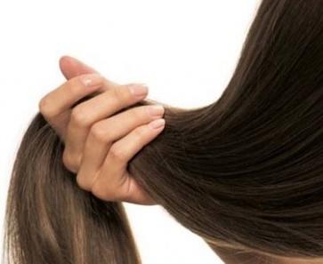 wypadanie włosów i łamliwe paznokcie