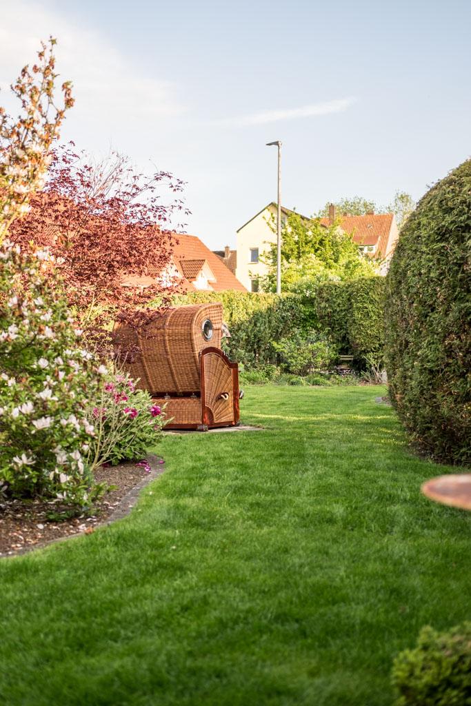 www.fim.works | Lifestyle-Blog | Garten in der Stadt, Strandkorb, Blumenbeet, Rasengestaltung, Gartengestaltung