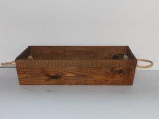 maceta de madera con asas de soga