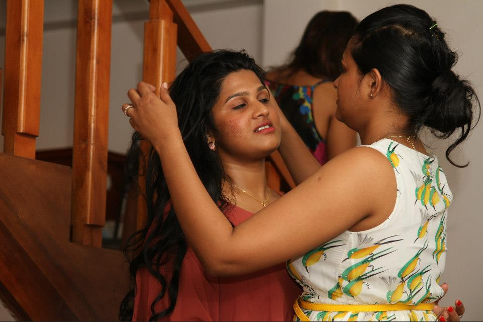 piumi purasinghe kisses  girl hot