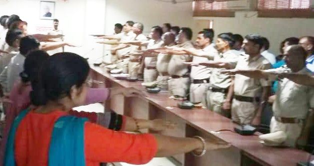 Police will keep on smokers in public places of Rewari, police swear