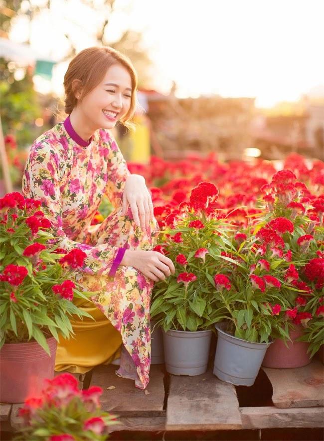 Hot girl Nhung Gumiho mặc áo dài đẹp rực rỡ