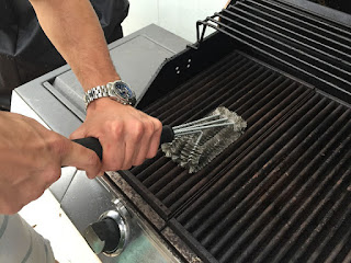 Cara mengatasi panggangan barbeque yang lengket