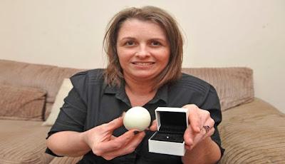 Wanita Ini Menemukan Berlian dalam Telur Rebus