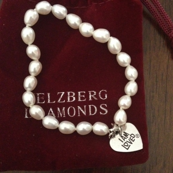 The typical Helzberg Diamonds Jewelry Designer salary is $69, Jewelry Designer salaries at Helzberg Diamonds can range from $65, - $73, This estimate is based upon 27 Helzberg Diamonds Jewelry Designer salary report(s) provided by employees or .