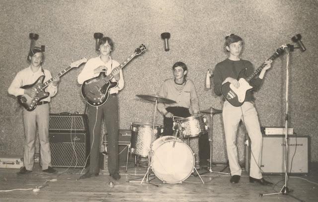 https://3.bp.blogspot.com/-2Y2xpdneYns/Wa6sEkmdTMI/AAAAAAACzXo/WFSwbNEa3qInxskr0sFrUXMbSPOS0j1CwCLcBGAs/s640/the-scorpions-1965-66-7.jpg