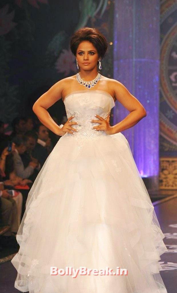 , Neetu Chandra Pics from Ramp Walk in White Gown Dress at IIJW 2014