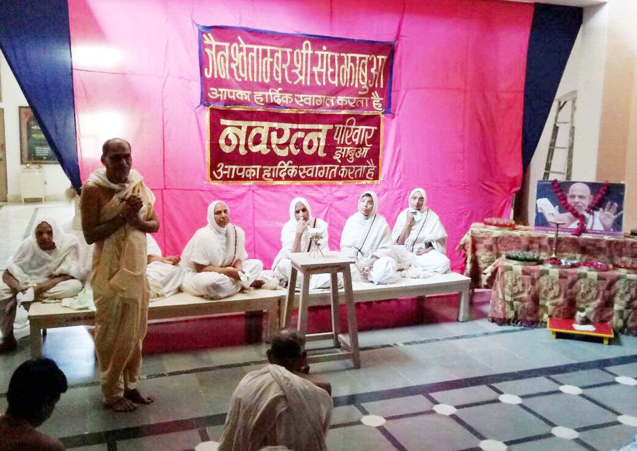 Shri-Navaratna-Sagarji-Birthday-celebrated-by-unlimited-faith-and-devotion-असीम श्रद्धा एवं भाव से मनाया आचार्य श्री नवरत्न सागरजी का जन्मोत्सव