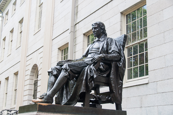 John Harvard en la Universidad de Harvard. 10 cosas que ver en Boston