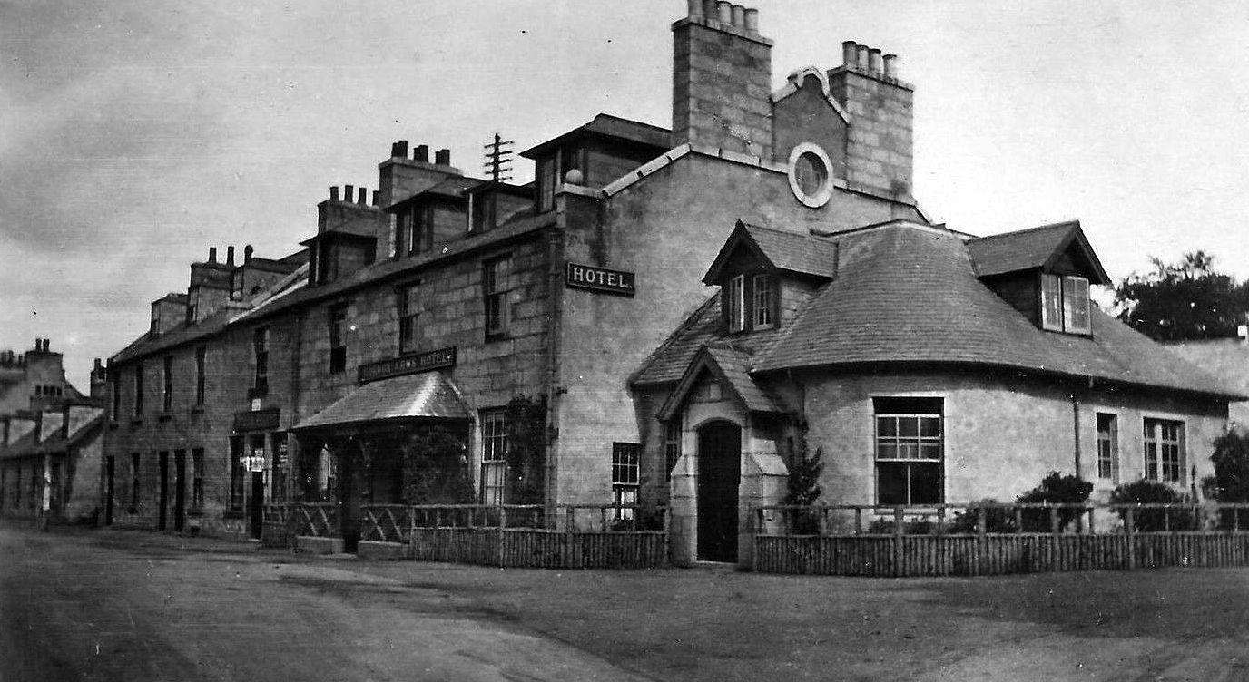 Tour Scotland: Old Photograph Gordon Arms Hotel Kincardine O