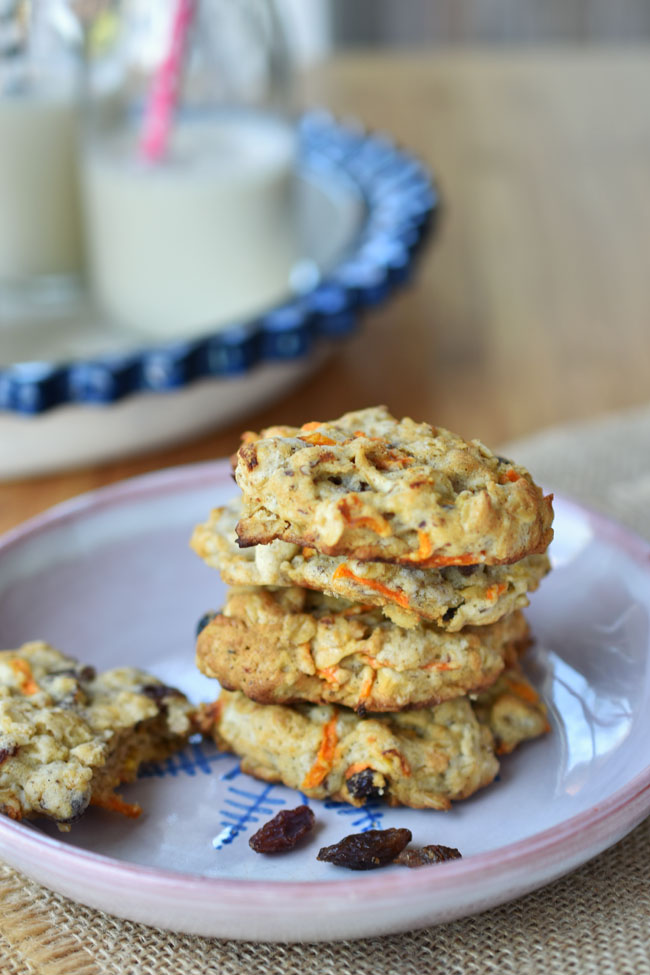 These vegan Carrot Cake Oatmeal cookies are all good things - like scrumptious, soft and chewy, moist, a little puffy and cake-like. With raisins and a hint of cinnamon, these cookies are pumped with yummy carrot cake-like flavor. dairy-free, eggless