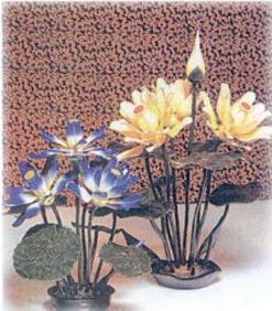 Hiasan berbentuk bunga yang memiliki keunikan gagasan dan teknik pembuatannya