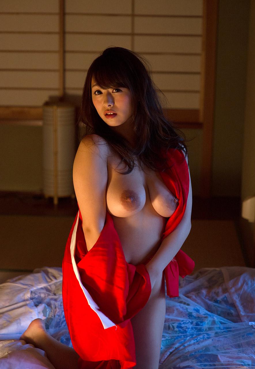 marina shiraishi sexy topless pics 05