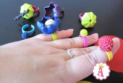 Набор для изготовления пластиковых колечек, бус и украшений для девочек