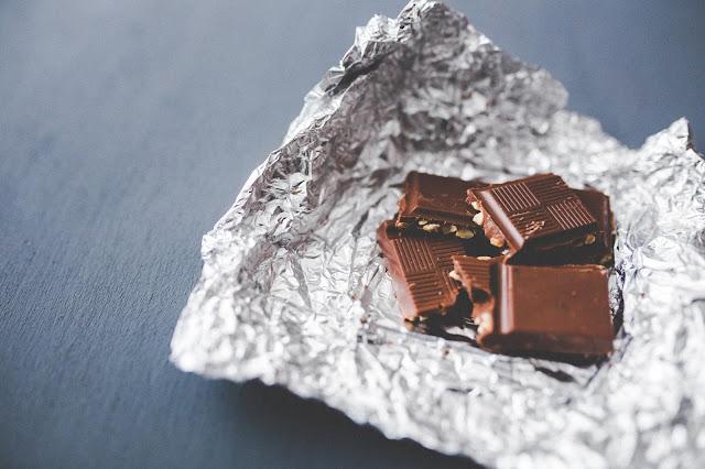 czekoladowa-maseczka-odzywia-oczyszcza