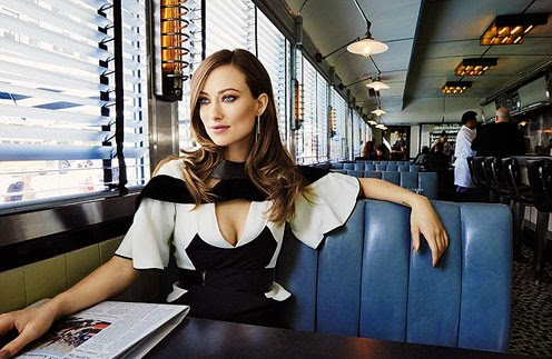 Olivia Wilde showed how breast feeding her son