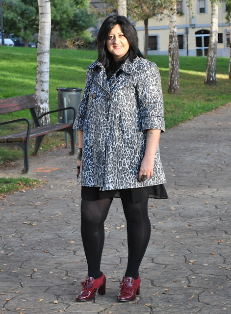 Look abrigo con print animal