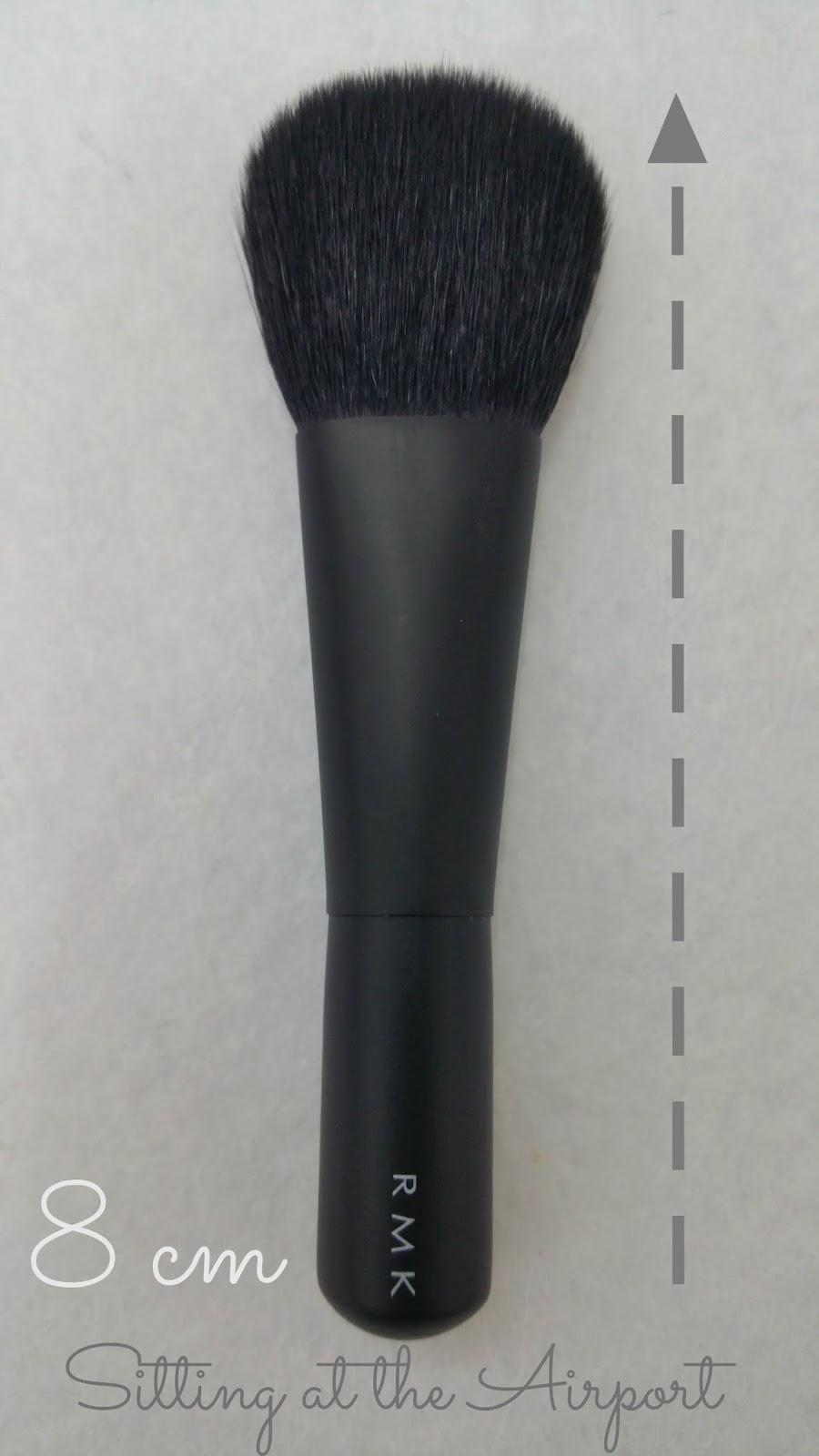 Este es el Set de maquillaje indispensable´ ja ja ja ( según el fabricante )  ,,,  mini set portátil , compuesto por pincel  de mejillas , pincel de sombra de ojos y  pincel de delineado de ojos. ( para mi falta el pincel de mezclar sombras,  para la cuenca  )   Precio : 2.300  yen  ( 18,24 euros ) es precio esta genial .