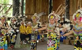 sky fly kalimantan utara u201ctarian adat rumah adat pakaian adat rh kawulala blogspot com