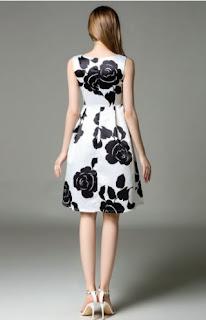 Vestidos de gasa con cuello redondo, mangas cero y estampados grandes de flores