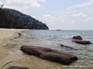 Relato da viagem à bela ilha de Penang, capital Georgetown, na Malásia. Trilha no Parque Nacional e a herança inglesa do século XVIII.