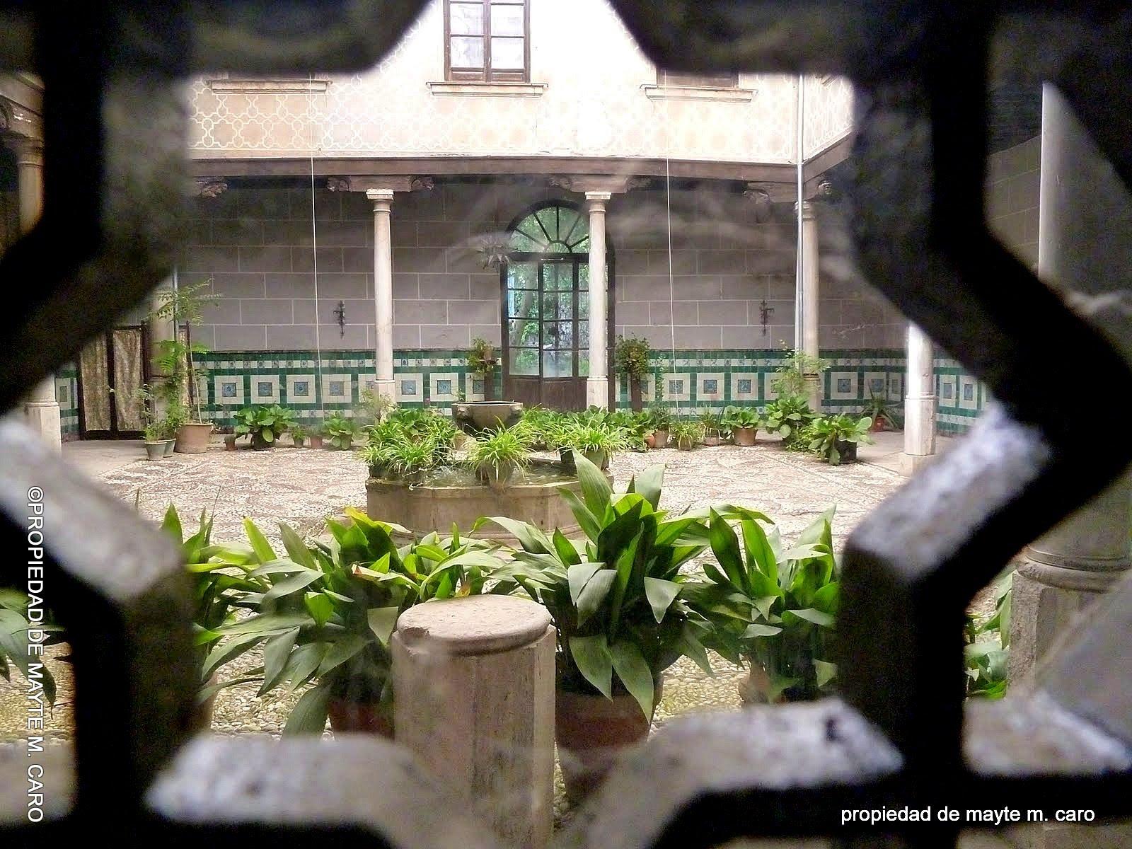 FUENTES DE GRANADA: Esta fuente rodeada de pilistras y cintas, entre ...