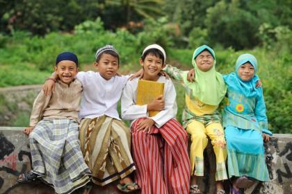 Hasil gambar untuk anak muslimah bermain