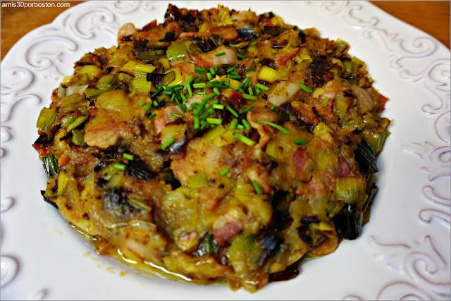 Hash de Patatas, Puerros y Beicon acompañado de Salsa de Crème Fraîche con Cebollino