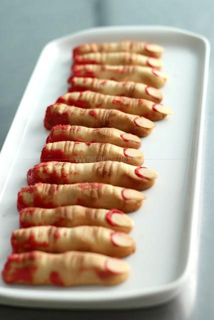 Halloween biscuit doigt de sorcière zombie sablé