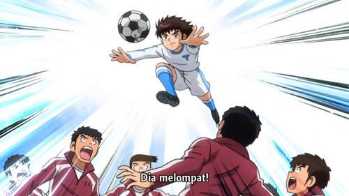 Tsubasa Ozora sedang menyundul bola
